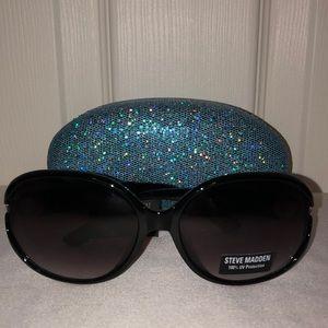 🕶Steve Madden Sunglasses & Case🕶